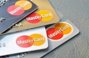 cartes mastercard noir dore blanc argent